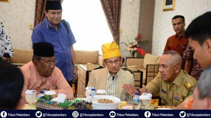 TETESAN AIR MATA dari Riau untuk Presiden Ketiga RI BJ Habibie, Andi Rachman Ungkap Sosok BJ Habibie