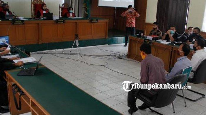 Berita Foto: Ketua DPRD Riau, Indra Gunawan EET Bersaksi Dalam Sidang Dugaan Tipikor di Bengkalis - tiga-orang-saksi-yang-salah-satunya-ketua-dprd-riau-indra-gunawan-eet-menjalani-sidang.jpg