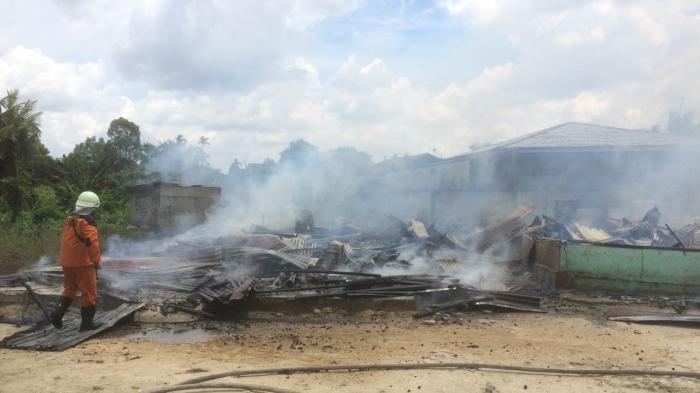 Rumah Warga Rumbai Terbakar Gegara Balita Main Korek Api, Jasad Korban Ditemukan Dalam Lemari Baju