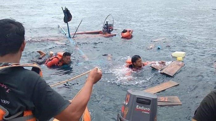 Tim Badan Penanggulangan Bencana Daerah (BPBD) Padang Pariaman melakukan upaya pencarian nelayan yang sempat hilang dilaut, Selasa (29/6/2021)