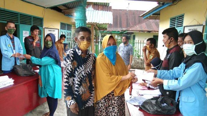 Tim Kukerta Relawan Covid-19 UNRI Bantu Penyaluran BLT Dana Desa di Kuansing