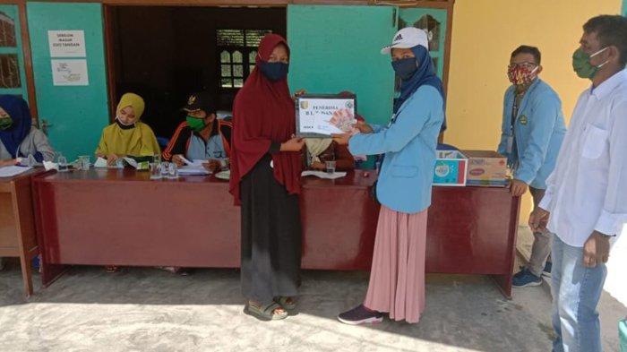 Tim Kukerta Relawan Covid-19 UNRI Bantu Penyaluran BLT Dana Desa