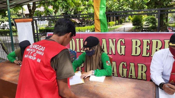 Tim Gabungan Gelar Razia Masker di Perbatasan Kota Pekanbaru, Data Warga yang Tak Kenakan Masker