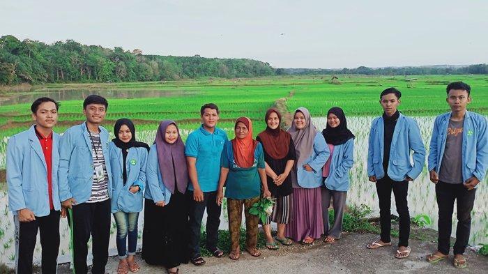Tim Pengabdian Kukerta Balek Kampung UNRI 2020 Gelar Mendoa Padang dan Bertanam Padi