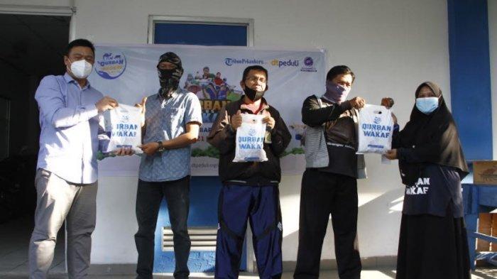 Tribun Pekanbaru bersama Daarut Tauhid Peduli Salurkan Seratus Paket Daging Kurban