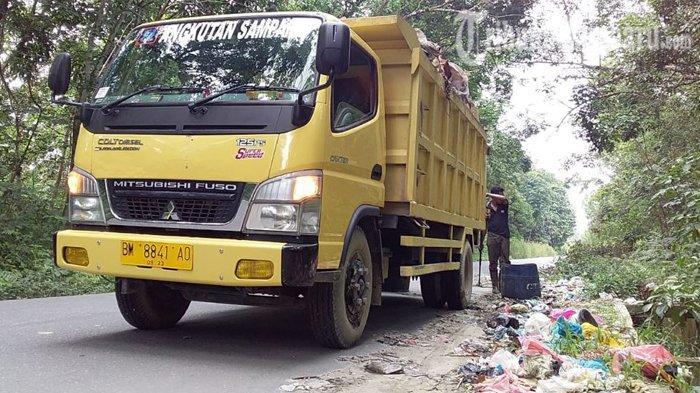 truk-angkutan-sampah-milik-pt-gtj-angkut-sampah-sampai-ke-kampar.jpg