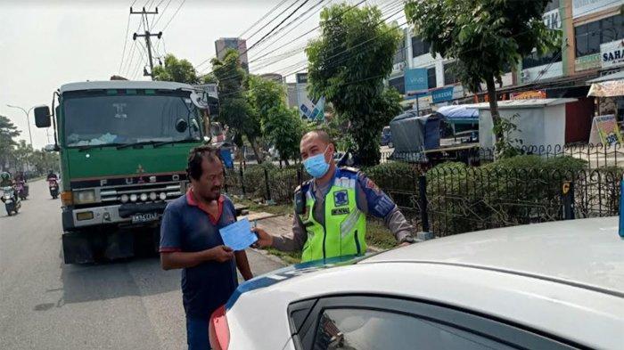 Seluruh Truk Besar yang Melintas di Jalan HR Subrantas Pekanbaru Akhirnya Ditilang