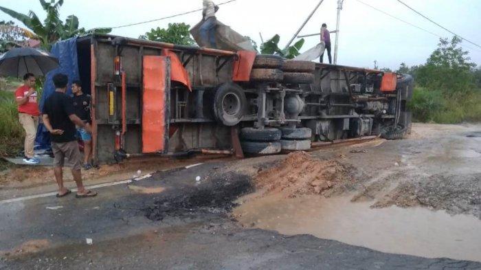 Tabrakan Maut Minibus dan Truk CPO di Lintas Duri Dumai, 4 Orang Tewas