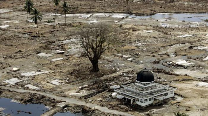 Mesjid di Aceh berdiri tegak usai disapu tsunami