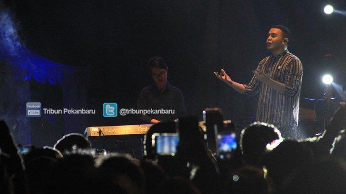 Tulus Pukau Pengunjung DO Music Festival 2018 di Alam Mayang Pekanbaru - tulus-pukau-pengunjung-do-music-festival-2018_20181103_233948.jpg