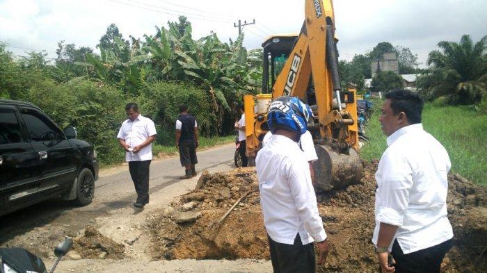 Pakai Sistem Tambal Sulam, Jelang Arus Mudik, Perbaikan Jalan Rusak di Rohul Digesa