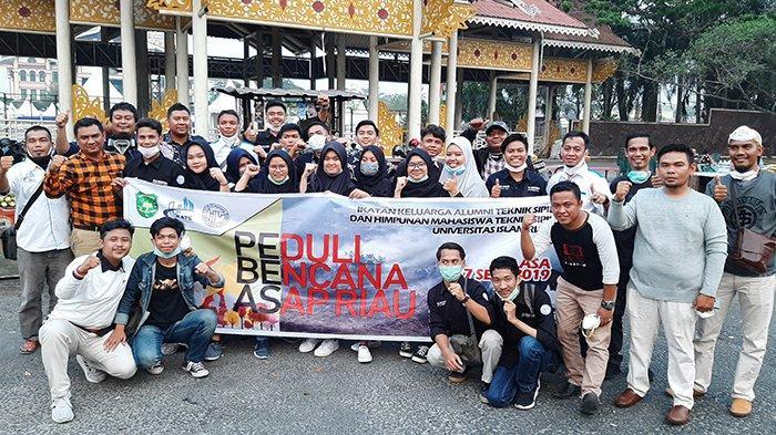 IKATS UIR dan HMTS UIR Bagikan Ribuan Masker Kepada Masyarakat Pekanbaru