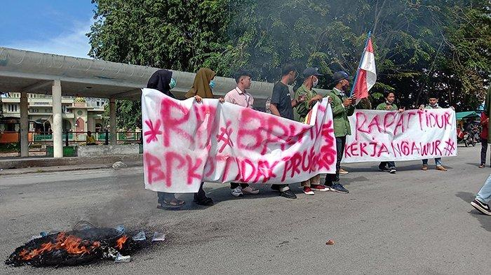 Beasiswa Tak Kunjung Cair, Mahasiswa Unjuk Rasa hingga Bakar Ban, Apa Kata BPKAD Kepulauan Meranti?