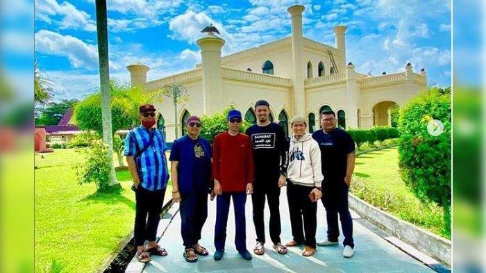 Istana Siak Kembali Dibuka, Hari Pertama Dikunjungi 140 Wisatawan, Ustadz Abdul Somad Titip Pantun
