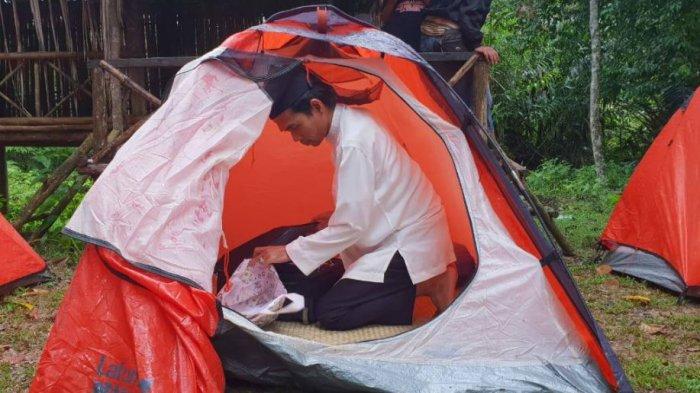 Ustaz Abdul Somad Tidur di Sehelai Tikar. Tempuh Ratusan Km untuk Temui Anak-anak Suku Talang Mamak