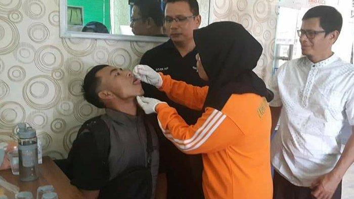 Sempat Ada Penolakan, Penumpang Datang dan ke Malaysia Akhirnya Bersedia Divaksin Polio