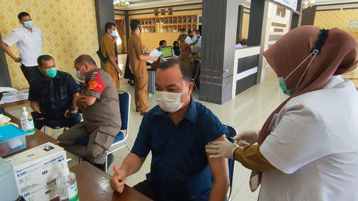 Vaksinasi Covid-19 di Pelalawan, 3.383 Pelayan Publik Disuntik Vaksin, Belajar di Sekolah Lancar
