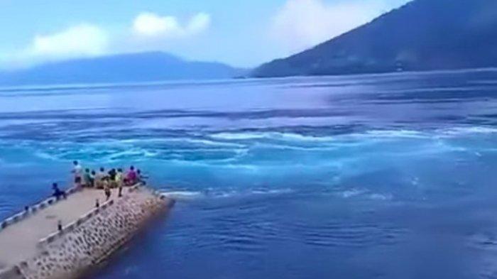 Video viral munculnya pusaran arus laut di Alor, NTT.