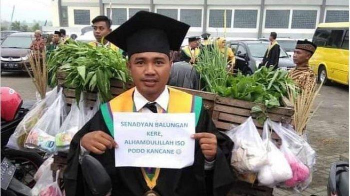 Kisah Mahasiswa Wisuda Bawa Sayur Dagangan Dimuat di Media Malaysia, Amirudin: Alhamdulilah seneng