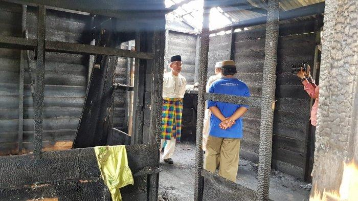 Wabup Meranti Kunjungi dan Beri Bantuan Korban Kebakaran di Banglas