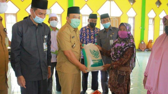 Wakil Bupati Siak Hadiri Pendistribusian Zakat, Baznas Siak Targetkan Rp 20 M Pengumpulan Pada 2021
