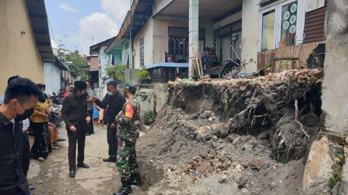 DPRD Pekanbaru Minta Warga Waspada di Musim Hujan, Rumah Longsor Sudah Terjadi di Payung Sekaki