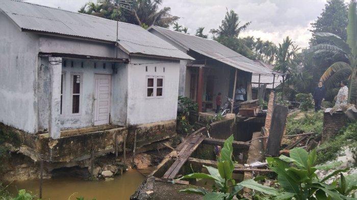 Wakil Ketua DPRD Pekanbaru Kunjungi Rumah Warga Nyaris Ambruk di Air Dingin, Ini Kondisinya