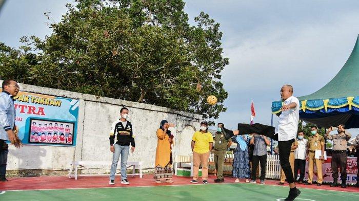 Sisi Lain Wali Kota Dumai, Ternyata Jago Takraw, Jadi Tekong Saat Resmikan Lapangan Olahraga