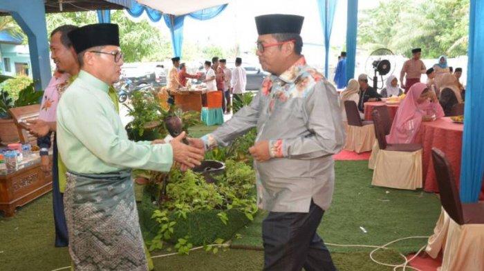 Wako Dumai Kenakan Baju Melayu datangi Open House di Rumah Wawako Dumai