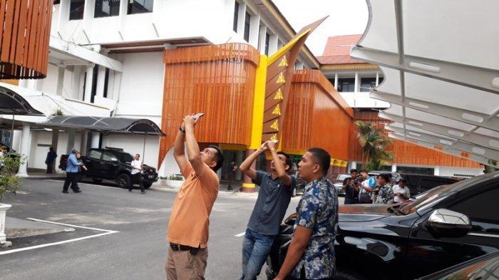 Walau Mendung, Pengunjung MPP Pekanbaru Potret Fenomena Gerhana Matahari