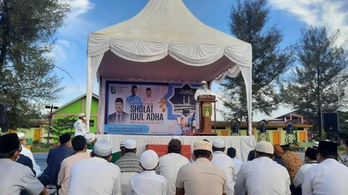 Wali Kota Dumai Salat Idul Adha di Lapangan Bikit Gelanggang: Tolong Selipkan Doa Covid-19 Musnah