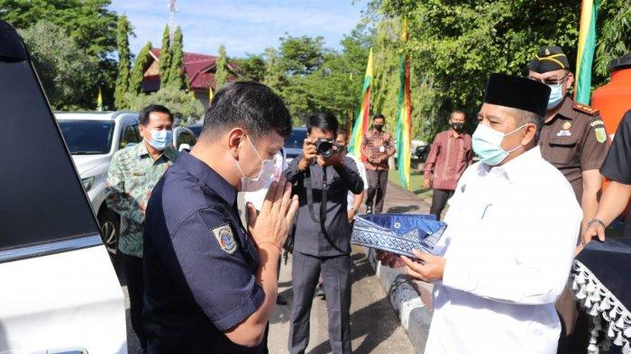 Wamen ATR BPN Kunjungi Siak, Bupati Alfedri Pakaikan Tanjak dan Usulkan 3 Lahan Konsesi untuk TORA
