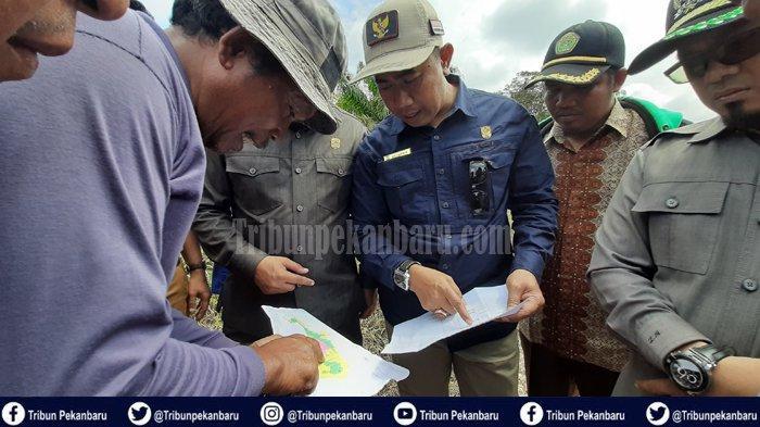 Warga Siak Riau Amuk dan Kejar DIREKTUR PT DSI dengan Parang, Untung Dilerai Wakil Rakyat di Lokasi
