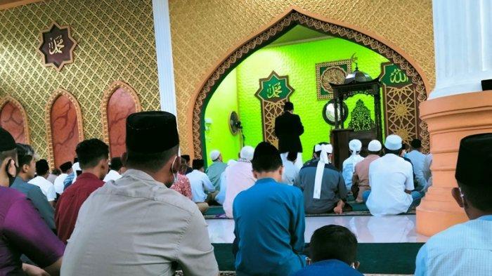 Warga Pekanbaru di Daerah Zona Merah Tetap Gelar Salat Idul Adha di Masjid