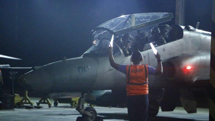 SejakSenin (24/5/2021) malam kemarin, warga Pekanbaru mendengar suara jet tempur di malam hari. Personel Pangkalan Udara (Lanud) TNI AU Roesmin Nurjadin (RSN) Pekanbaru, menggelar latihan terbang malam, sejak Senin.