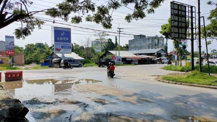 Warga Pelalawan Khawatir Genangan Air Selalu Muncul di Simpang Kualo Pangkalan Kerinci Setelah Hujan