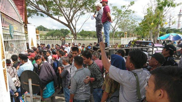 Warga Tiga Desa Demo Kantor Bupati Rohul, Tuntut Ketegasan Terkait Pengurus Koperasi