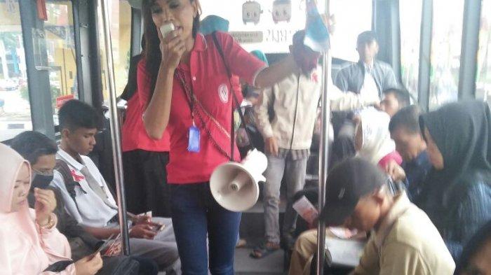 Waria Ikut Sosialisasi HIV Aids bagi Penumpang Busway di Pekanbaru