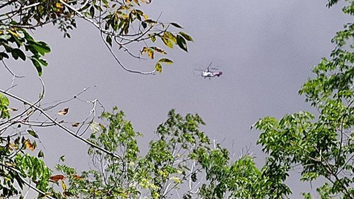 Pemadaman Karhutla dengan helikopter water bombing di Bengkalis. Dua titik api masih dalam proses pemadaman, yakni di Desa Kalemantan Kecamatan Bengkalis dan Desa Teluk Lancar Kecamatan Bantan.