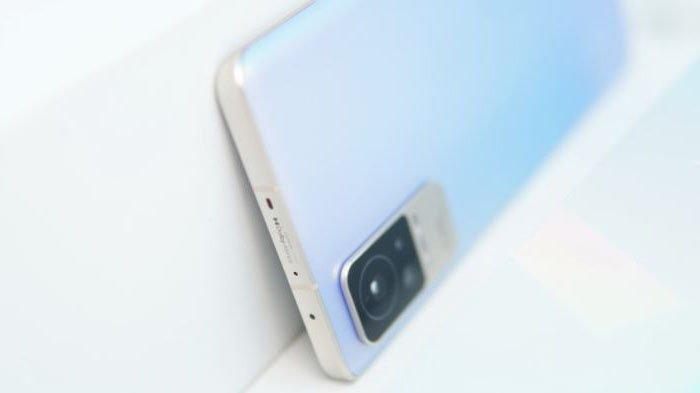 Xiaomi Civi tetap dilengkapi dengan IR blaster serta telah mendukung koneksi 5G.