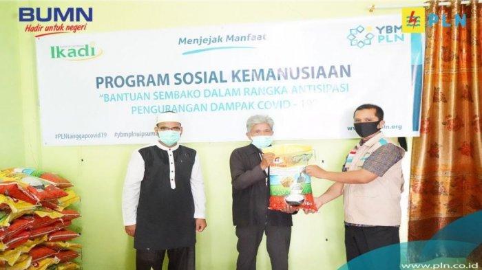 YBM PLN dengan IKADI Kota Pekanbaru Salurkan 46 Sembako ke Masyarakat Terdampak Ekonomi Covid-19