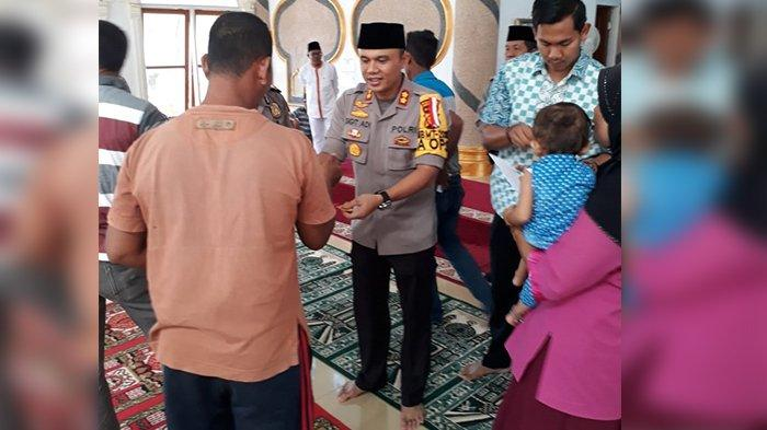 Polres Rohil Gandeng Baznas Kabupaten Rohil Salurkan Zakat Profesi Kepada Para Mustahiq