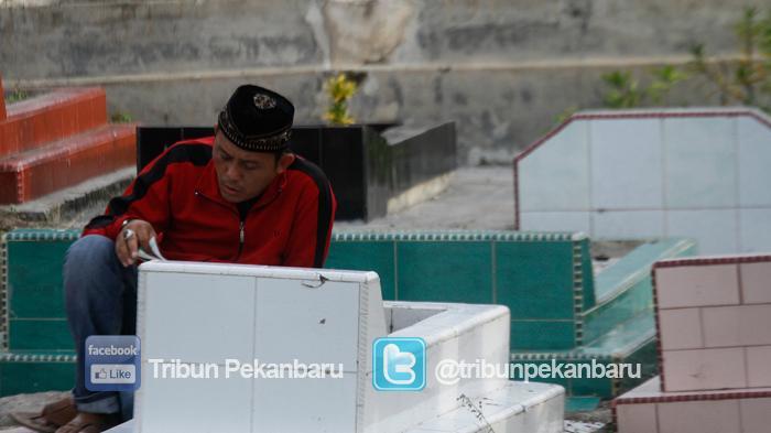 Doa Ziarah Kuburan Umum dan Pendek serta Adab Ziarah Kuburan Dilengkapi dengan Bacaan Arab dan Latin