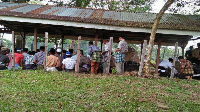 Ziarah Kubur Menurut Aturan Silat Pangean di Teluk Kuantan Riau
