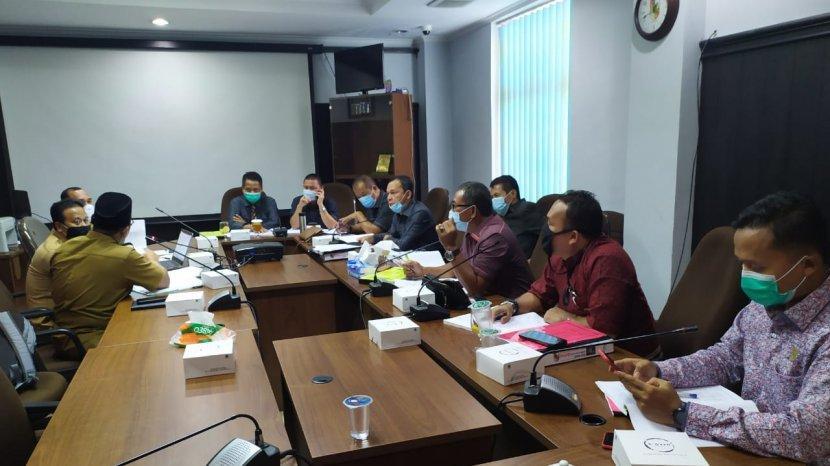 hearing_komisi_iv_dprd_pekanbaru_dengan_disdik_tambahan_anggaran_di_apbd_perubahan_rp_82_m.jpg