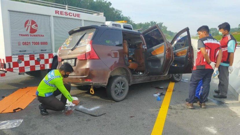 kecelakaan-lalu-lintas-di-jalan-tol-pekanbaru-dumai-pada-kamis-2052021.jpg