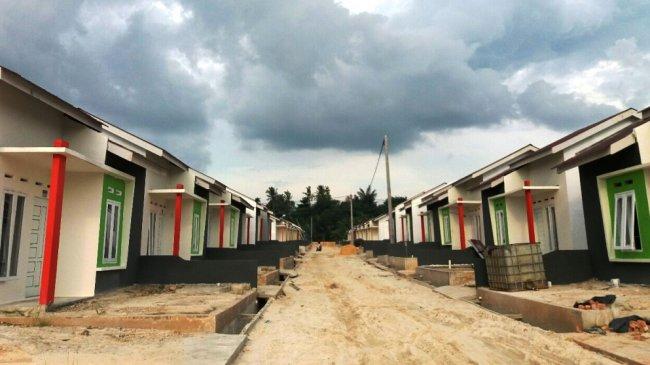 puluhan-rumah-subsidi-dibangun-di-jalan-indrapuri-kecamatan-tenayan-raya_20170821_155744.jpg
