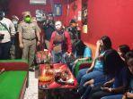 10-wanita-cantik-pelayan-cafe-terciduk-razia-satpol-pp-pekanbaru-karena-langgar-social-distancing.jpg