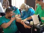 550-karyawan-hotel-dan-restoran-mengikuti-kegiatan-vaksin-covid-19-di-hotel-bono-pekanbaru.jpg