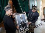 ahy-menerima-lukisan-sultan-syarif-kasim-ii-dari-bupati-siak-syamsuar-di-istana-siak_20171105_185856.jpg